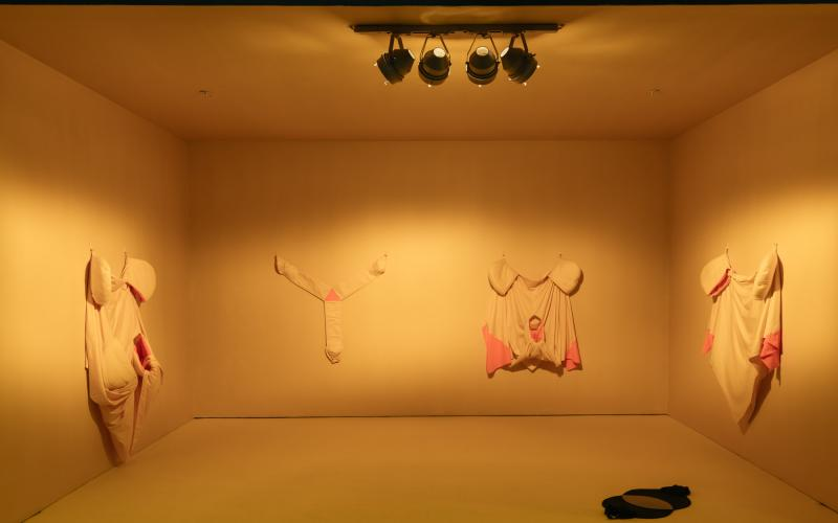 Rhona Byrne: Huddlewear (2015)